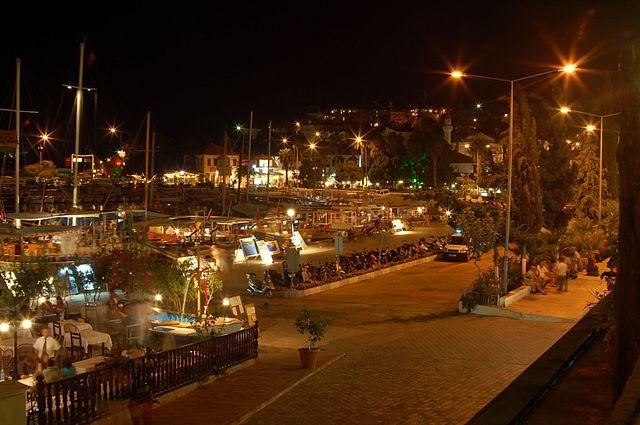 Der Jachthafen von Kas in der Nacht - FlickreviewR - CC BY-SA 2.0